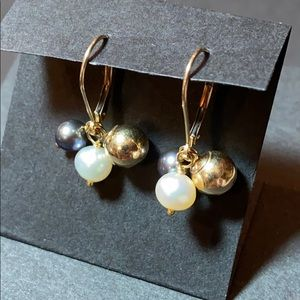 """Jewelry - 10k Gold w/ Black Pearl Drop Pierced Earrings 1"""""""